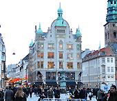 This is how Amagertorv square looks in the evening